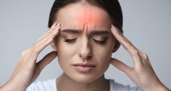 Mal di testa: alleviare emicrania e cefalea con la digitopressione